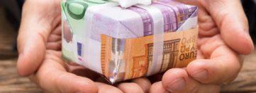 Відтепер високопосадовці можуть приймати подарунки будь-якої вартості від будь-яких осіб та «віддячувати» своїм дарувальникам