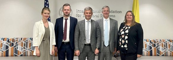 Голова НАЗК Олександр Новіков обговорив питання фінансування політичних партій в Україні з президентом IFES Ентоні Банбурі
