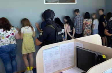 Завдяки свідченням працівників НАЗК особи, які шантажували декларантів та представлялися посадовцями НАЗК, викриті й заарештовані поліцією