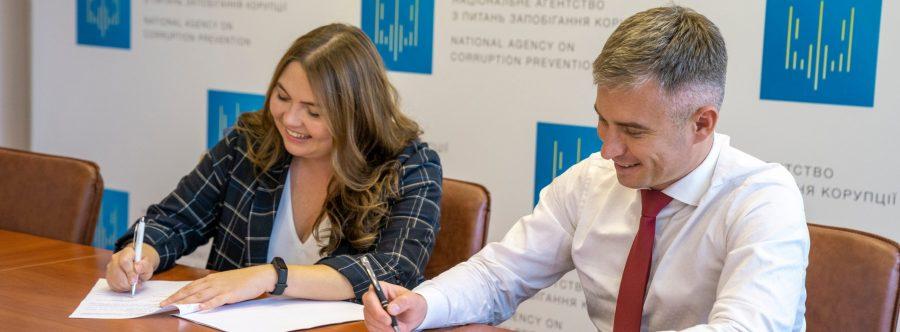 НАЗК та «Рух ЧЕСНО» підписали двосторонній меморандум. Головна мета – змінити політичну систему, аби вона працювала на суспільство