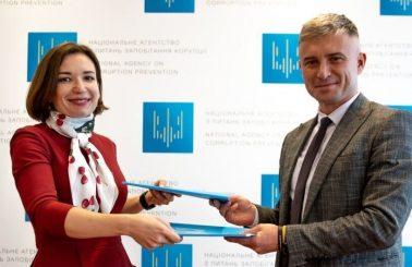 НАЗК та «Громадянська мережа «ОПОРА» підписали двосторонній меморандум. Головна мета – співпраця для ефективного контролю витрат партій на виборчі процеси та політичну рекламу